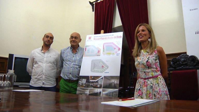 El gobierno local presenta una propuesta de reforma del mercado de abastos con un coste de 3,5 millones de euros