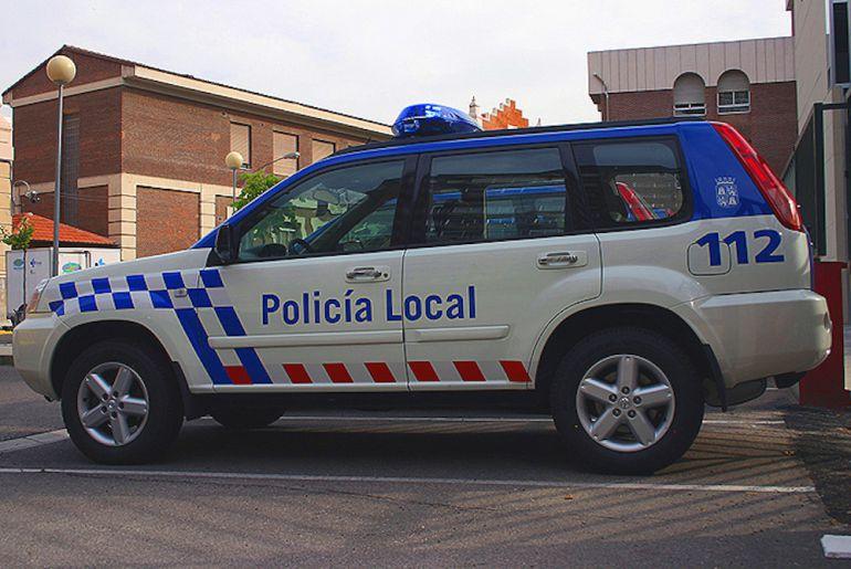 La Policía Local de El Espinar ha acudido hasta la vivienda para participar en las tareas de auxilio de la víctima.