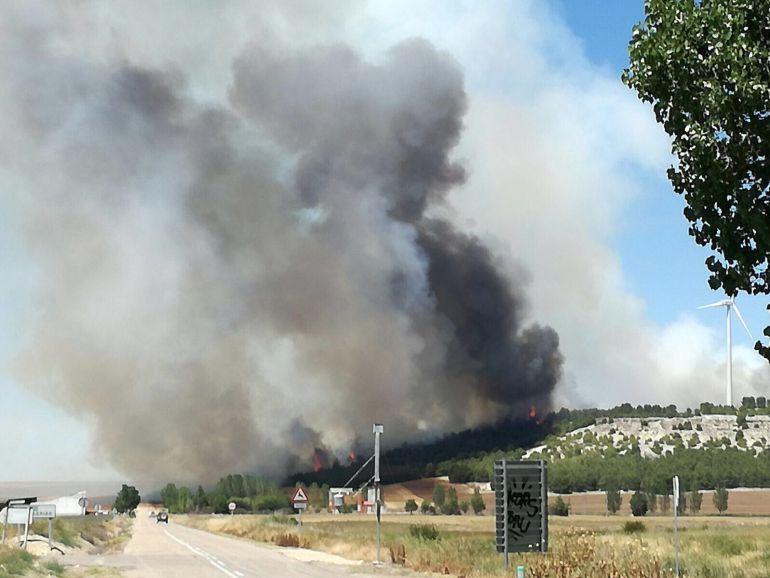 Incendio declarado ayer entre los términos municipales de Ampudia y Torremormojón
