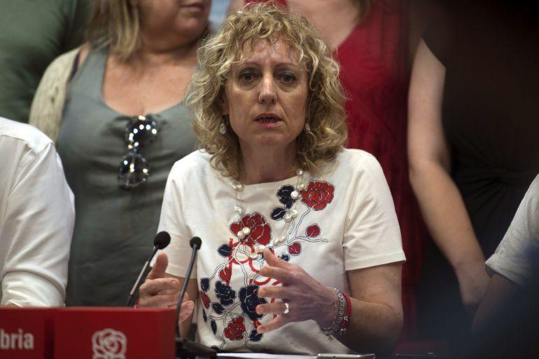 La socialista Rosa Eva Diaz Tezanos, tras conocer su derrota en la primarias a la secretaría general de los socialistas cántabros, en favor del alcalde de Bezana, Pablo Zuloaga.