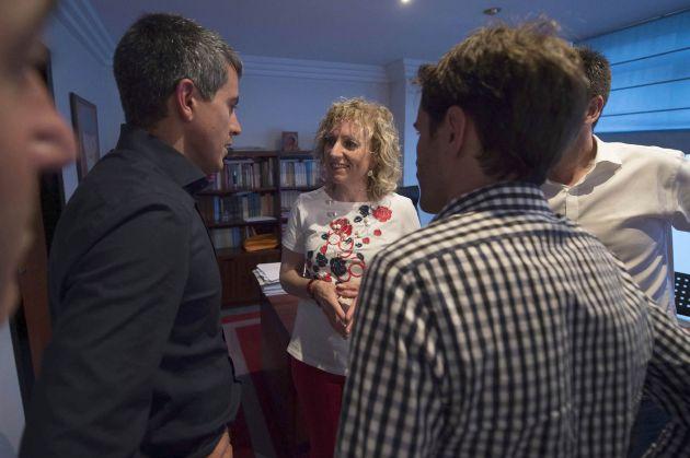 El nuevo secretario general del PSC-PSOE ha mantenido un breve encuentro con su rival en el proceso de primarias, Eva Díaz Tezanos.