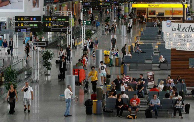Más de 320.000 pasajeros cruzan el aeropuerto en los días con mayor actividad del año