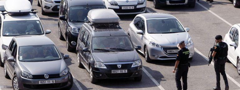 Una imagen de archivo de la llegada de vehículos al Puerto de Algeciras.