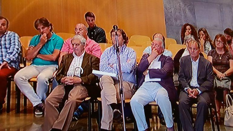 Banquillo del 'caso Marea' con José Luis Iglesias Riopedre en primera fila (primero por la izquierda).