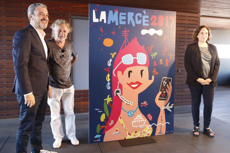 El tinent d'alcaldia Jaume Collboni, el dissenyador Javier Mariscal i l'alcaldessa de Barcelona, Ada Colau