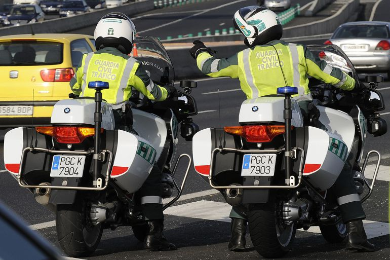 Una pareja de la Guardia Civil