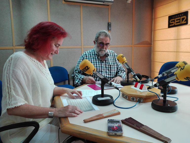 Los arquitectos Alicia de Navascués y Pedro Nogueiro en el estudio de Radio Huelva.
