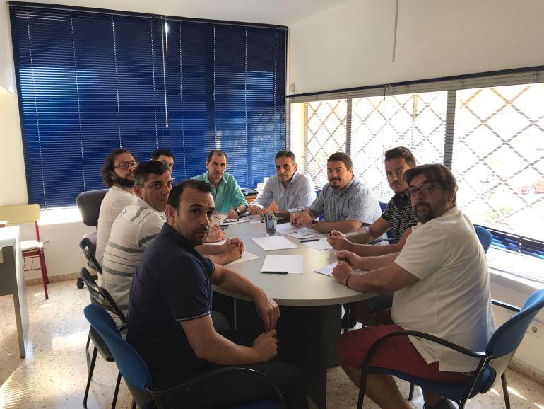 Un momento de la reunión de los sindicatos con los representantes del PP