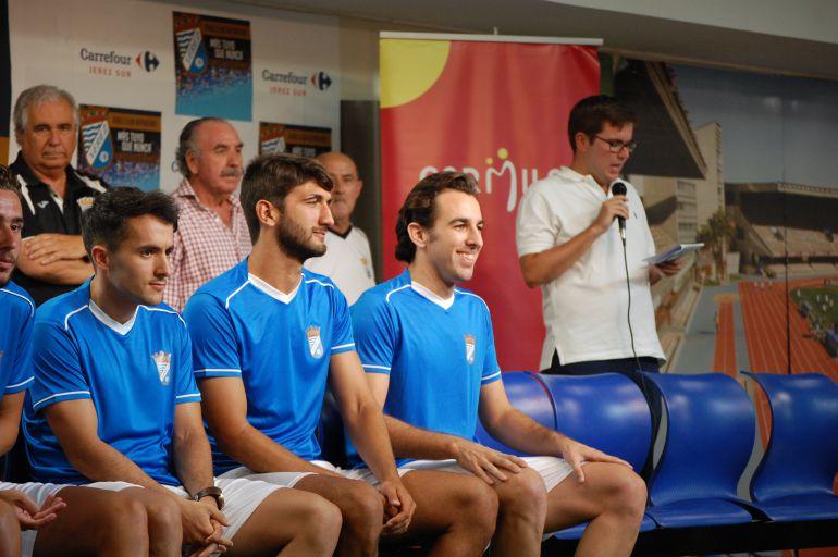 Kevin y Orellana en la presentación del equipo en Carrefour Sur