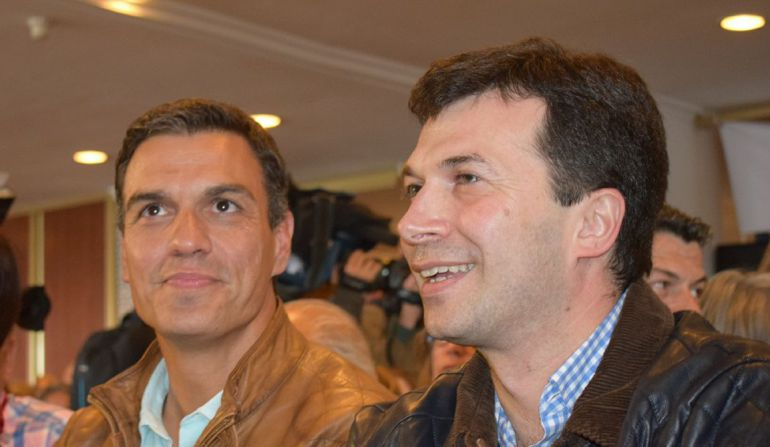 Gonzalo Caballero (der.) y Pedro Sánchez (izda.)