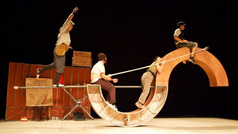 "Vaivén Circo durante la actuación ""Do not disturb"""