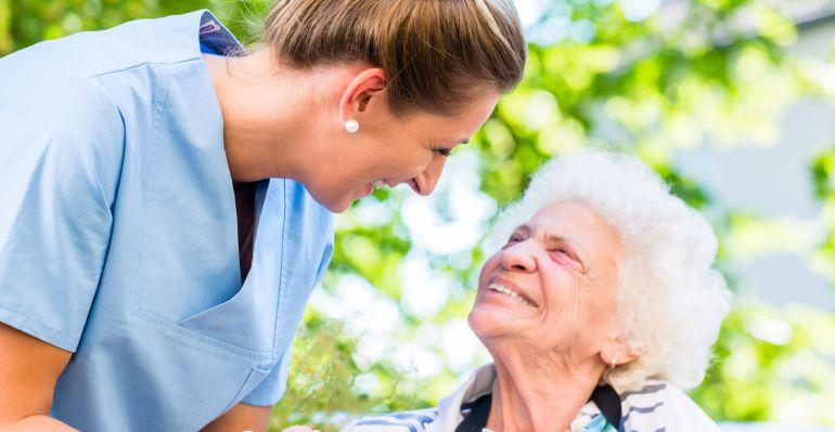 CECOVA pide a Sanidad que cree la figura de enfermero geriátrico en las residencias