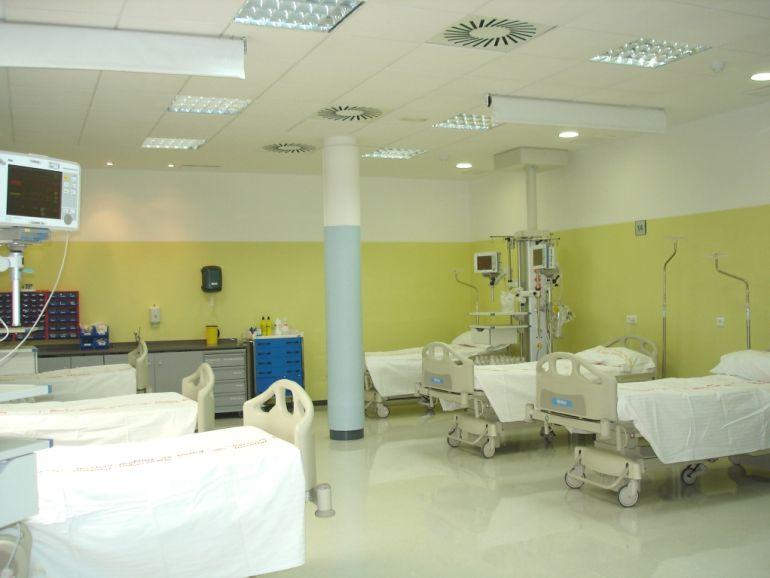 Camas de la unidad de reanimación del hospital Clínico Universitario de Málaga