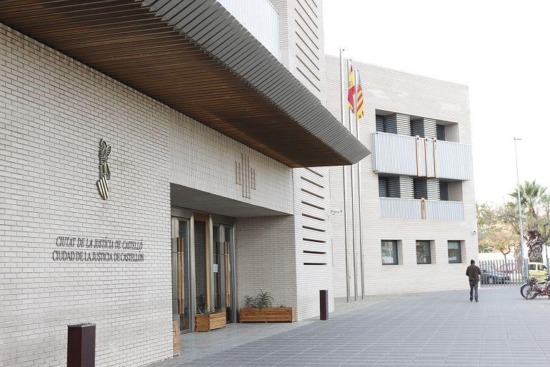 TRIBUNALES: La Audiencia Provincial juzga a un hombre acusado de abusar de la hija de su pareja durante 9 años