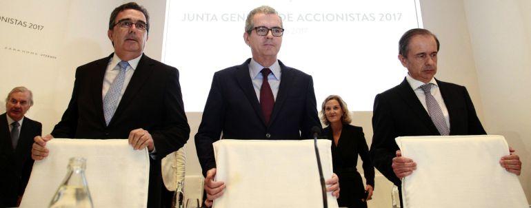 El presidente de Inditex, Pablo Isla, acompañado por el Consejo de Administración durante la Junta General de Accionistas de la compañía celebrada hoy en Arteixo.