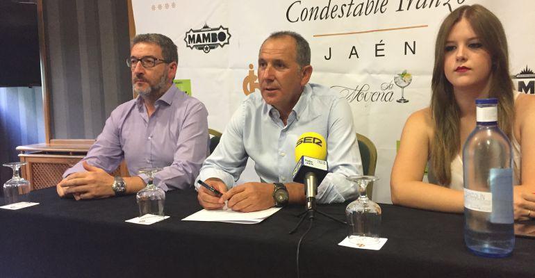 El delegado provincial del Federación Andaluza de Fútbol, Ildefonso Ruiz (centro).