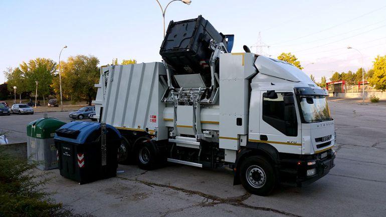 El acuerdo de FCC garantiza la recogida de basuras para este verano.