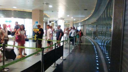 La huelga de seguridad en el aeropuerto comienza a notarse
