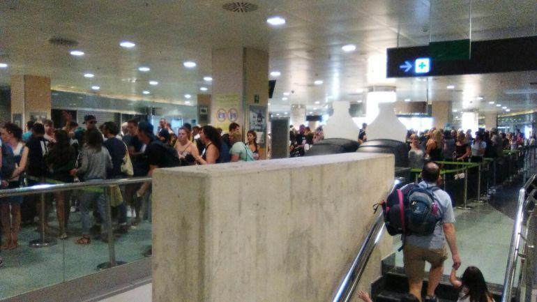 Hasta media hora para pasar los filtros de seguridad en el aeropuerto