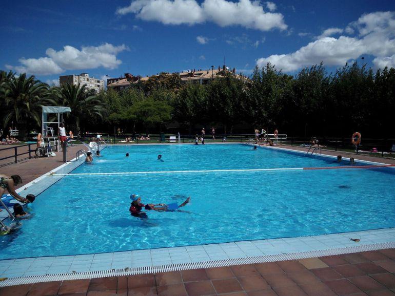 Medio mill n de ba istas acude a las piscinas municipales for Piscinas de zaragoza