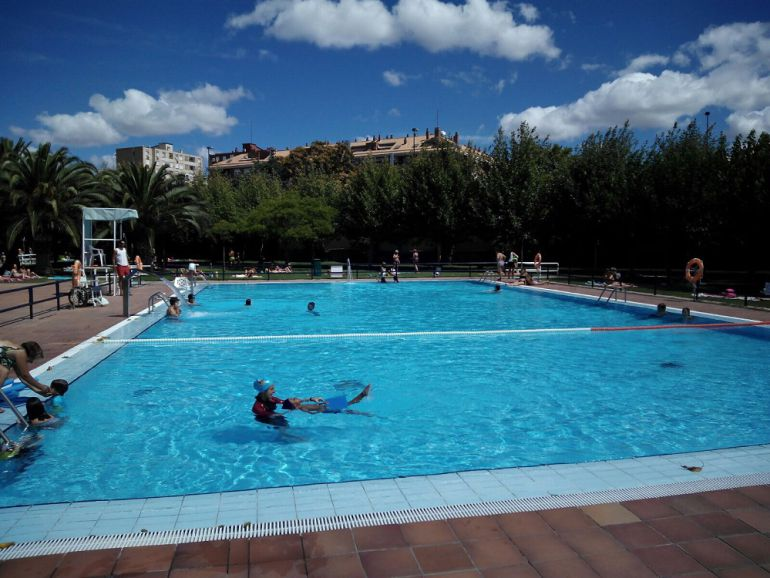 Medio mill n de ba istas acude a las piscinas municipales for Piscinas climatizadas zaragoza