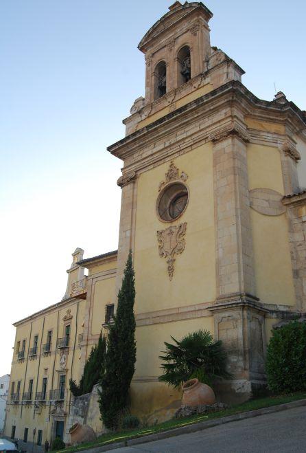 La iglesai del actual hospital de Santiago es de Martín de Aldehuela.