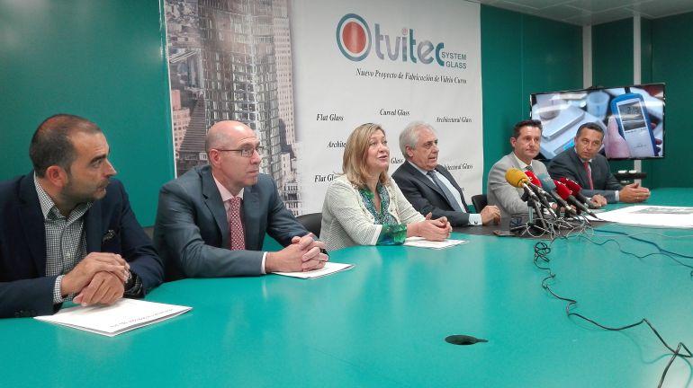 Pilar del Olmo, directivos de Tvitec y alcaldes
