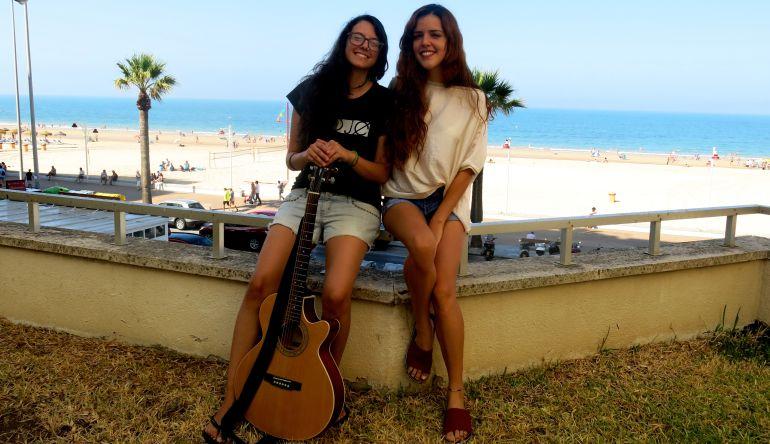 Teté Sendín y Ana Bravo, en la terraza de Radio Cádiz