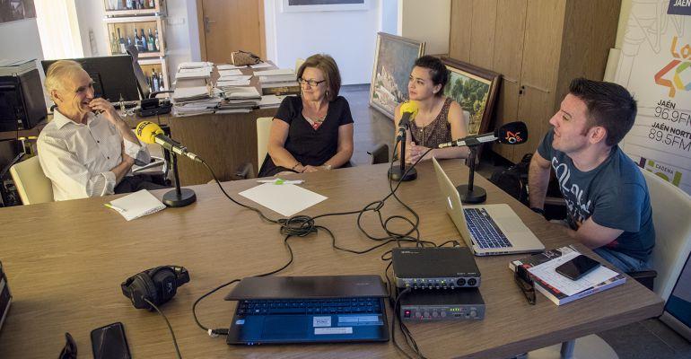 De izquierda a derecha, Antonio Sánchez, experto en Miguel Hernández, Amparo Sánchez, presidenta del club de lectura de Puente de Génave y Eva García, primera teniente de alcalde y César García.