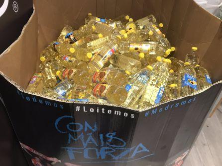 Parte de las botellas de aceite donadas por los niños en la campaña del CD Lugo