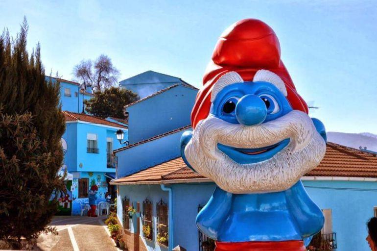 Los personajes azules han ocupado las calles de la localidad malagueña desde 2011