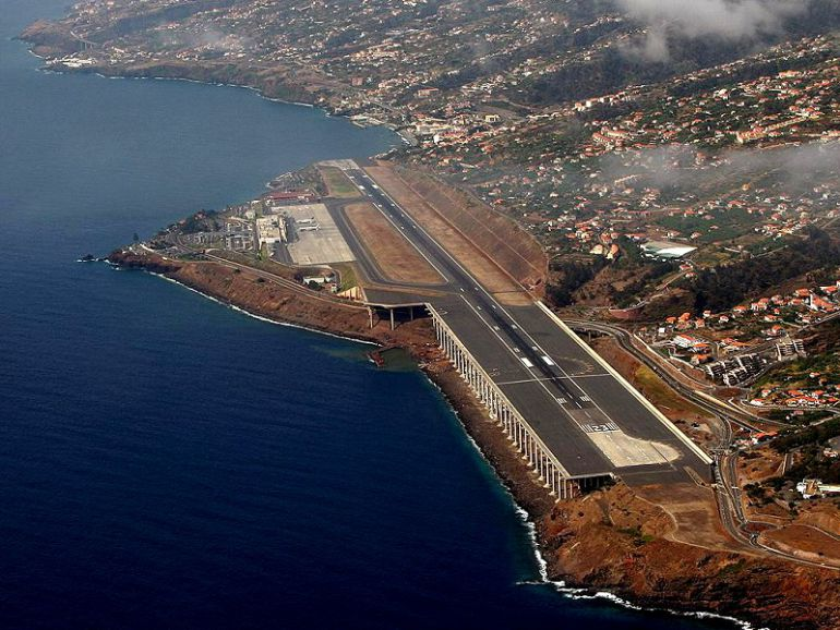 Resultado de imagen para Aeropuerto de Madeira.
