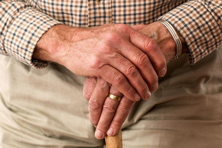 Detenidos cuatro miembros de una familia por maltratar y arruinar a un hombre con demencia