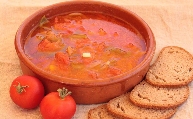 El Oliaigu es un plato tradicional de la cocina menorquina que aprovecha el tomate maduro de temporada