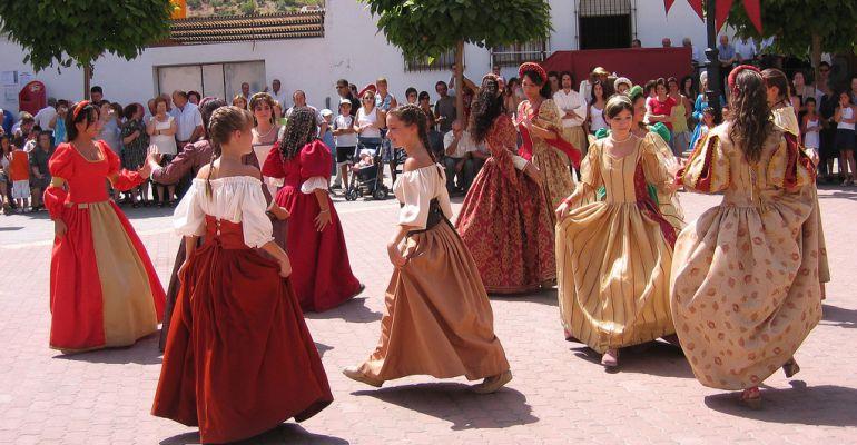 Jóvenes participan en una actividad de las Fiestas Realengas.