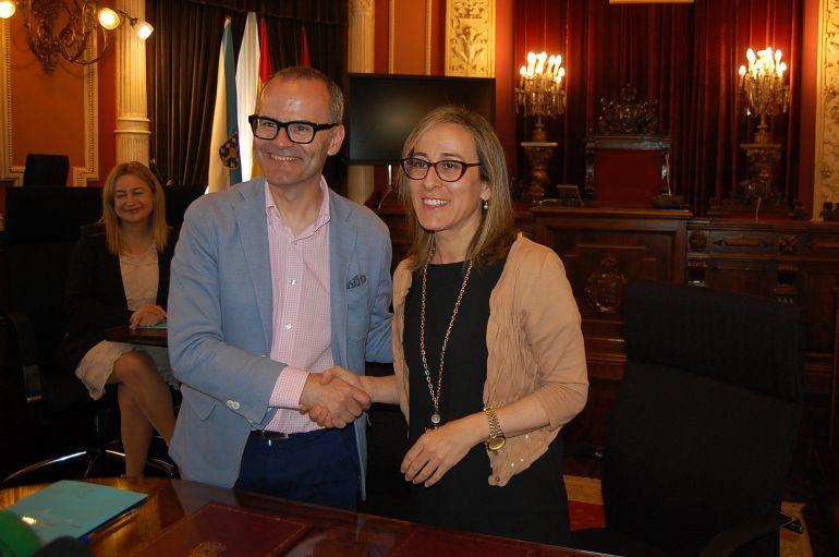 Ethel Vazquez, conselleira de Infraestructuras, con el alcalde de Ourense