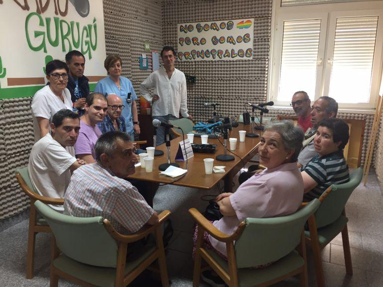 Integrantes de Radio Gurugú del Centro Sociosanitario Hermanas Hospitalarias de Palencia y de Onda Judía de la Fundación San Cebrián
