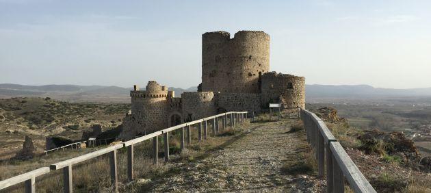 Castillo de la villa de Moya.