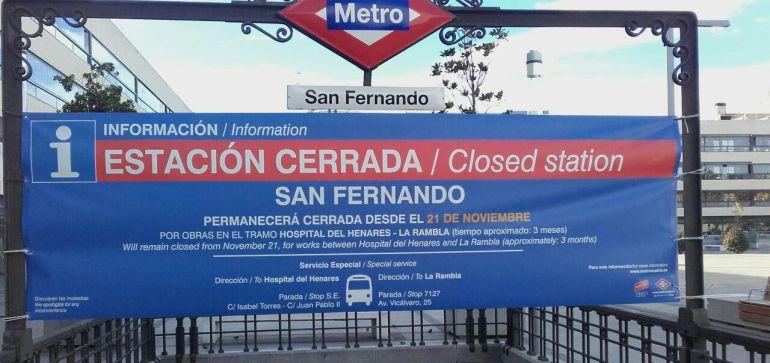 Cartel anunciando uno de los cierres anteriores del Metro Este