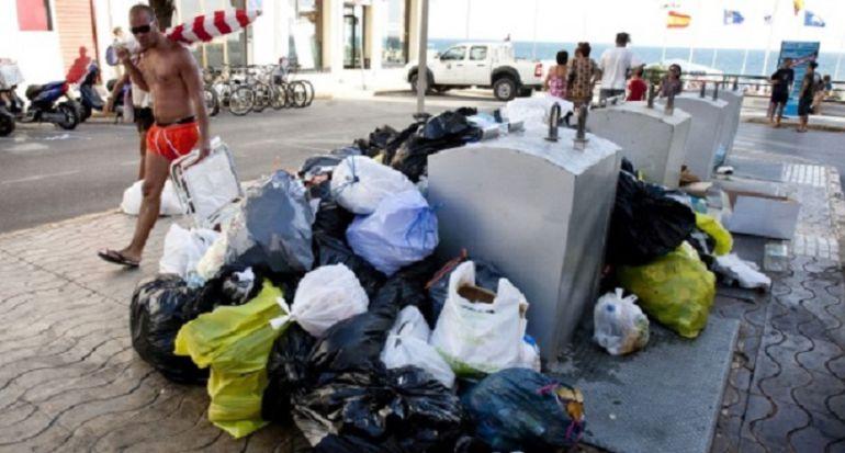 Imágenes de la huelga de basura en Rota en el año 2012