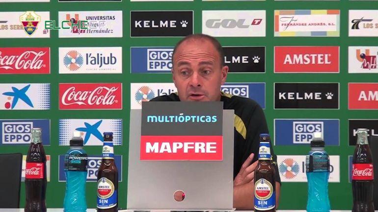 Vicente Mir comparece en una rueda de prensa en el Elche CF