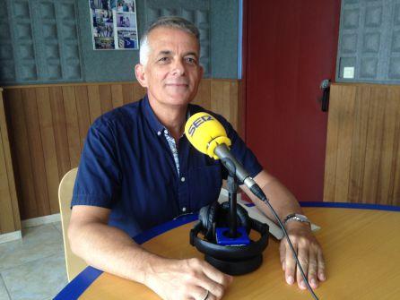 Vicent Torres en los estudios de Radio Ibiza SER
