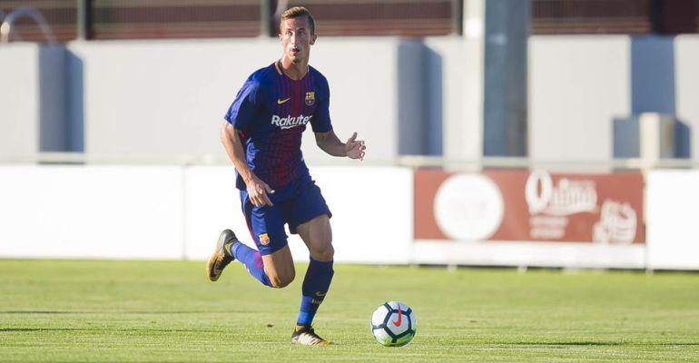 El futbolista Juan Cámara en un partido de esta pretemporada con el Barcelona B.