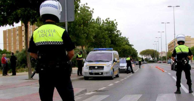 Agentes de la Policía Local durante un control.
