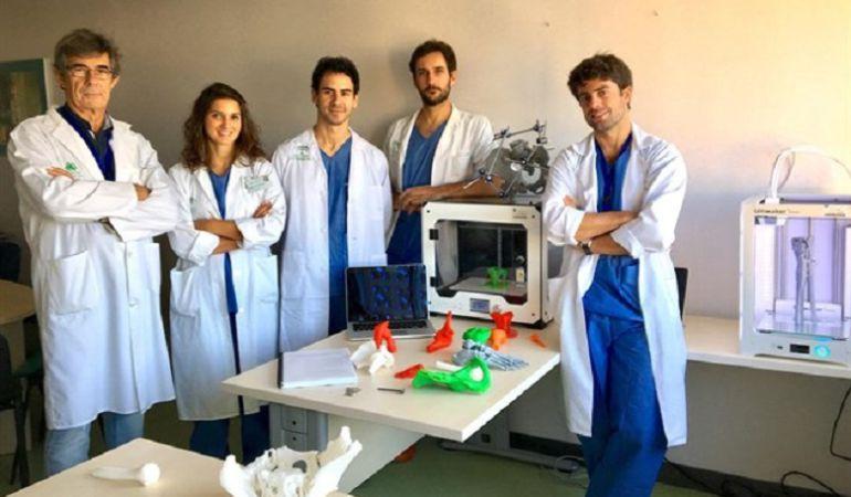 Integrantes del equipo de Traumatología del Virgen del Rocío