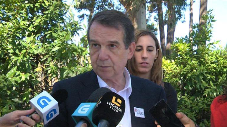 El alcalde Abel Caballero atendiendo a los medios de comunicación.