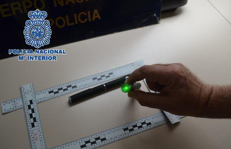 El puntero láser intervenido en Málaga por la Policía Nacional