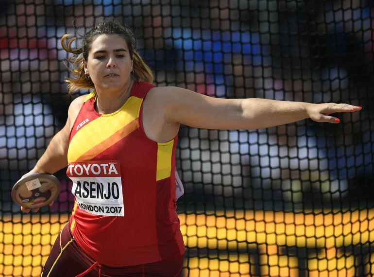 Sabina Asenjo en uno de sus lanzamientos
