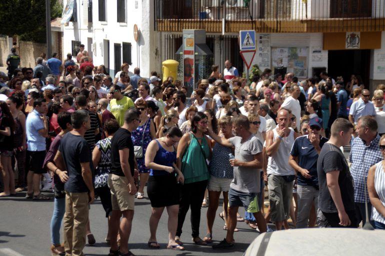 Concentración del pasado día 6 de los vecinos de Vélez de Benaudalla (Granada) en recuerdo de Paco Pedrosa