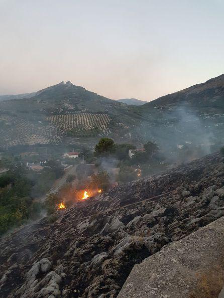 Momento del incendio en la tarde-noche de este jueves